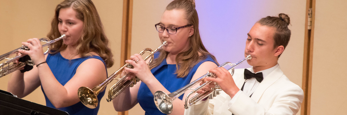 音乐 scholarships: three trumpet students perform